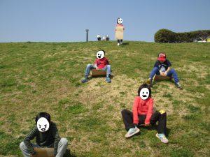 山頂公園で芝そりピクニック